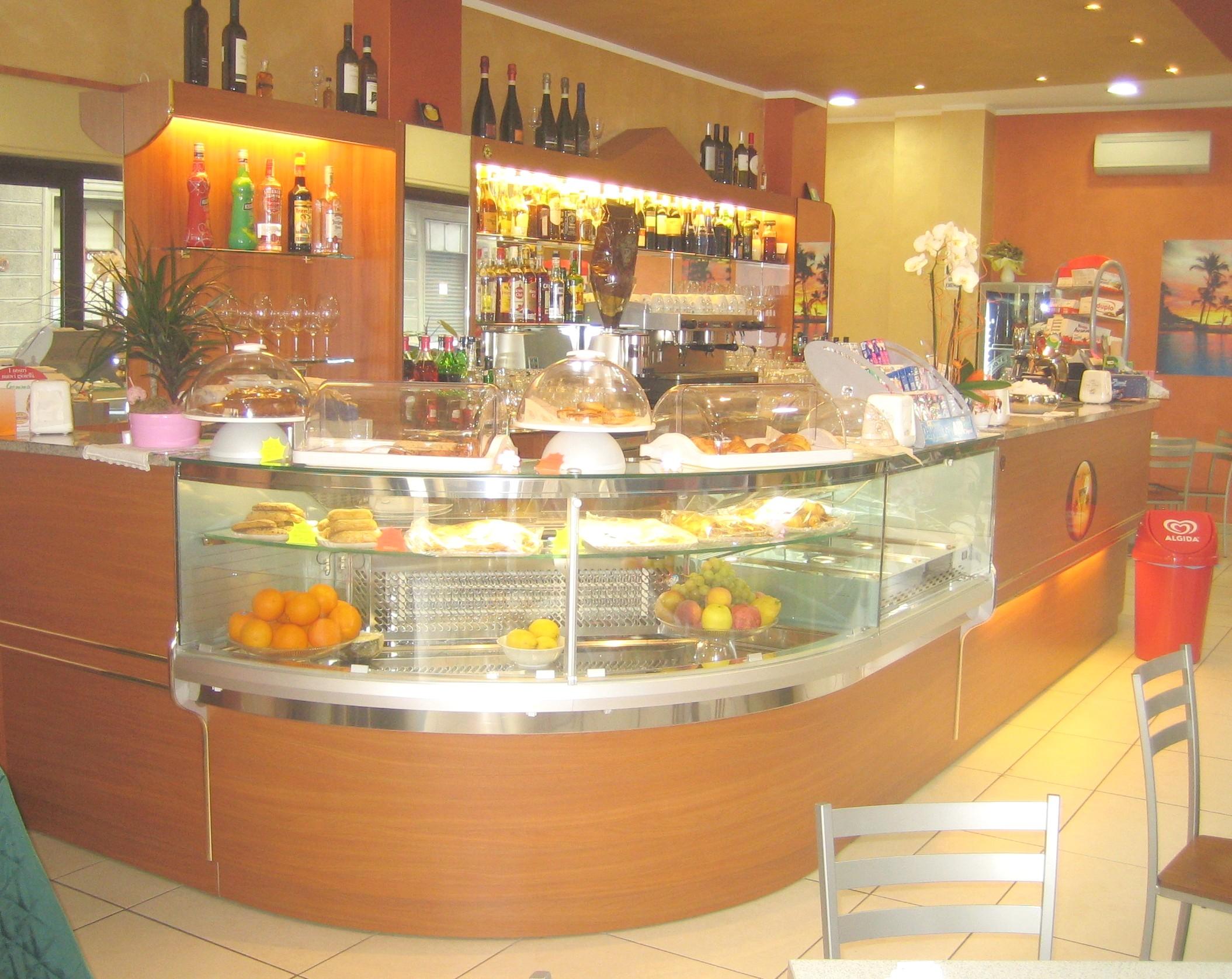 Produzione banchi bar liguria compra in fabbrica banconi for Banconi bar milano
